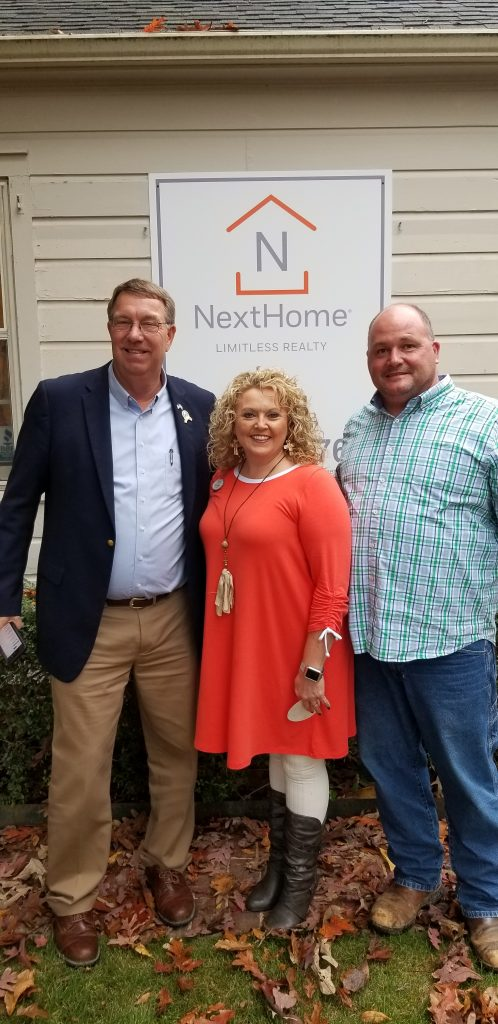 On November 18, 2018, NextHome Limitless Realty celebrated its grand opening with friends, family, clients, and community members. (L-R) Cullman Mayor, Woody Jacobs, NextHome Limitless Realty Broker/Owner, Stacey Smith, Jonathan Smith